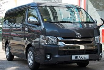 9-seater-toyota-hiace-midroof